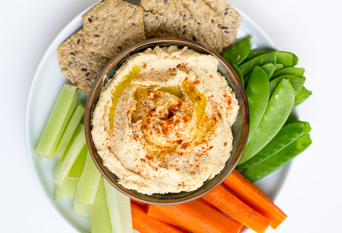 Homemade Hummus Recipe | via ediblesoundbites.com