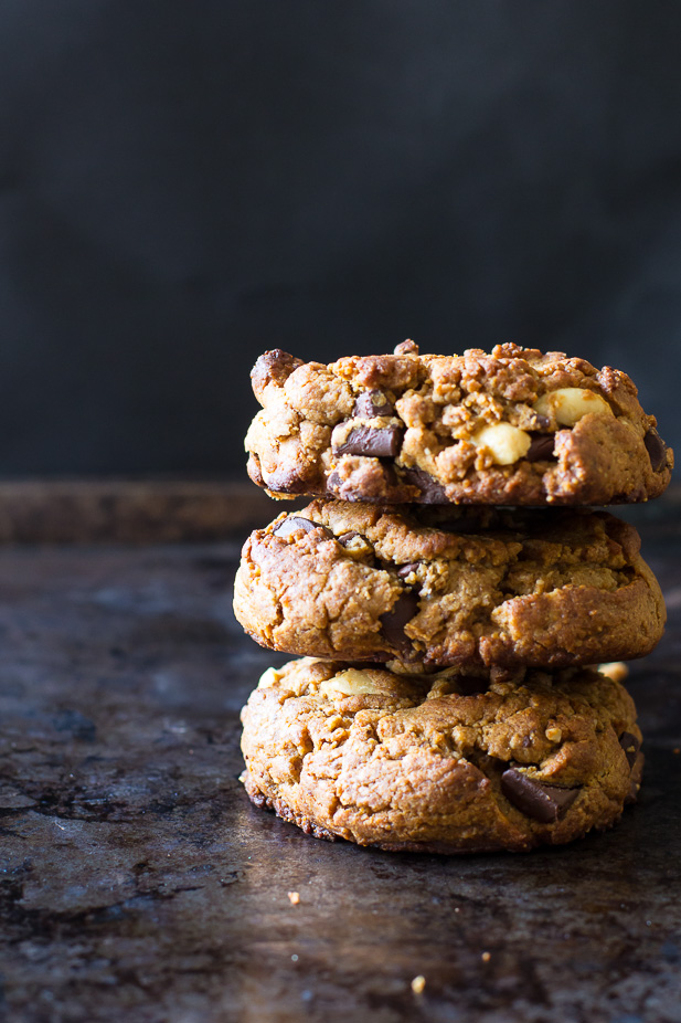 Flourless Peanut Butter Chocolate Chunk Cookies #glutenfree