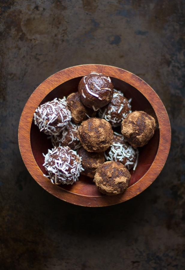 Raw Cacao Vanill Energy Bites | ediblesoundbites.com