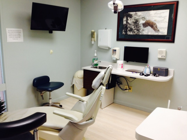 One of the operatories at CrossKeys Dental with the patient's HD monitor on display.