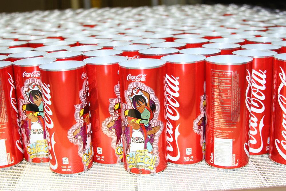 Las latas de Coca-Cola formaron parte de las alianzas del Puerto Rico Comic Con. (Suministrada)