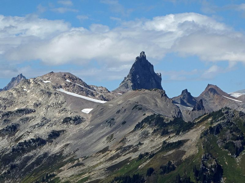 Mount Fee and Cayley