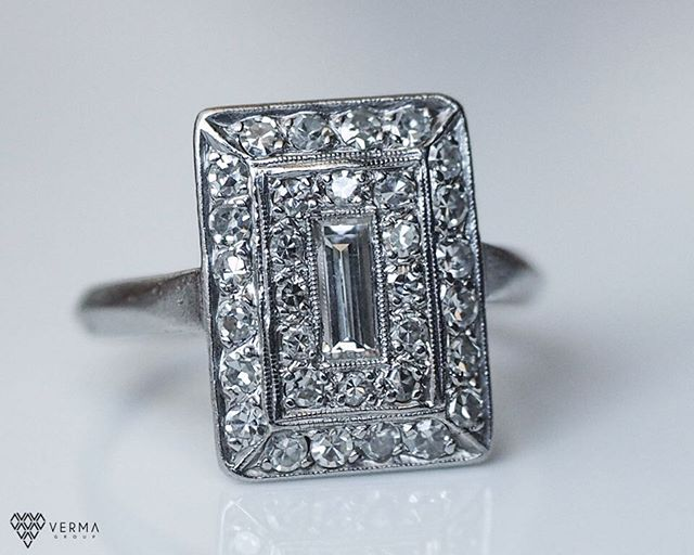 Antique! Great design 💍😍😍😍😍 #jewelryaddiction #diamonds #platinumring #diamondring