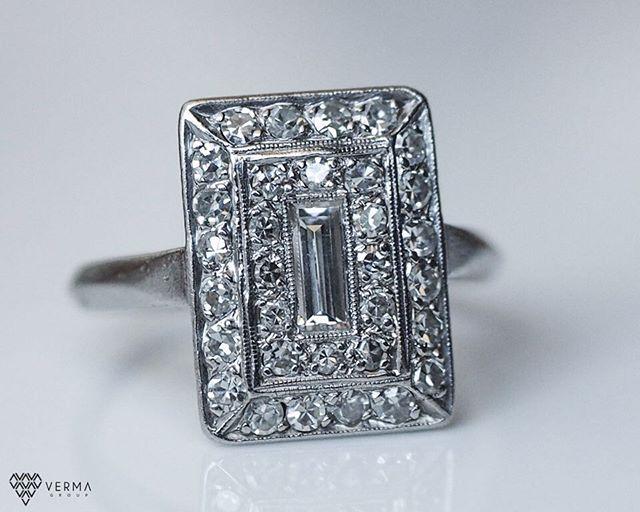 Antique! Great design 💍😍😍😍😍 #jewelryaddiction #diamonds #platinumring #diamondring
