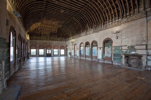 The waiting room at Peckham Rye Station. Image credit: openhouselondon.open-city.org.uk