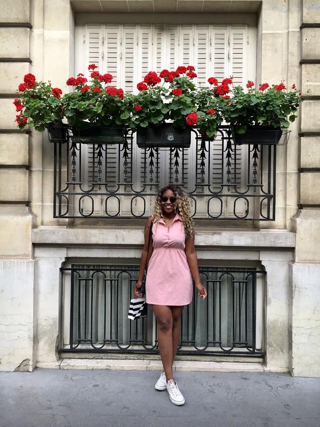 Randomly walking the Parisian streets.