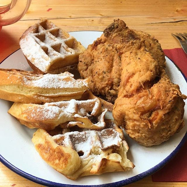 Confession: I am up and getting dressed for the gym but I would much rather be eating this. As if I couldn't love Paris enough, the city let me feast and enjoy some damn good chicken & waffles with a pitcher of red (yes, RED 🤣) kool-aid.  All while Jill Scott played in the background. For a minute, I thought I was back in the states. * Paris is one of those cities in which I will eat and drink my heart away without shame. If you want to know some of my recommendations, you should check out the link in my bio. 🇫🇷🍗🍷