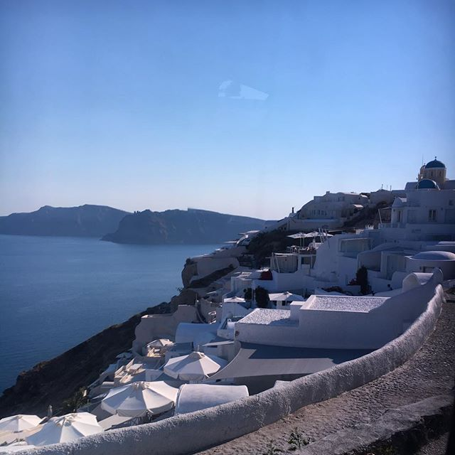 🗣New Post Alert!!! * Call Rick Ross because I'm taking the blog to Santorini. PLEASE know that pictures don't do it justice. Please know that this might have been the most beautiful place I have seen yet. Please know if a Greek man proposed to me, it could go down. 😊😊😊 * In all seriousness, I suggest you run on over to the blog and read about how I turned up and down in the most gorgeous of islands. 🇬🇷 ✨