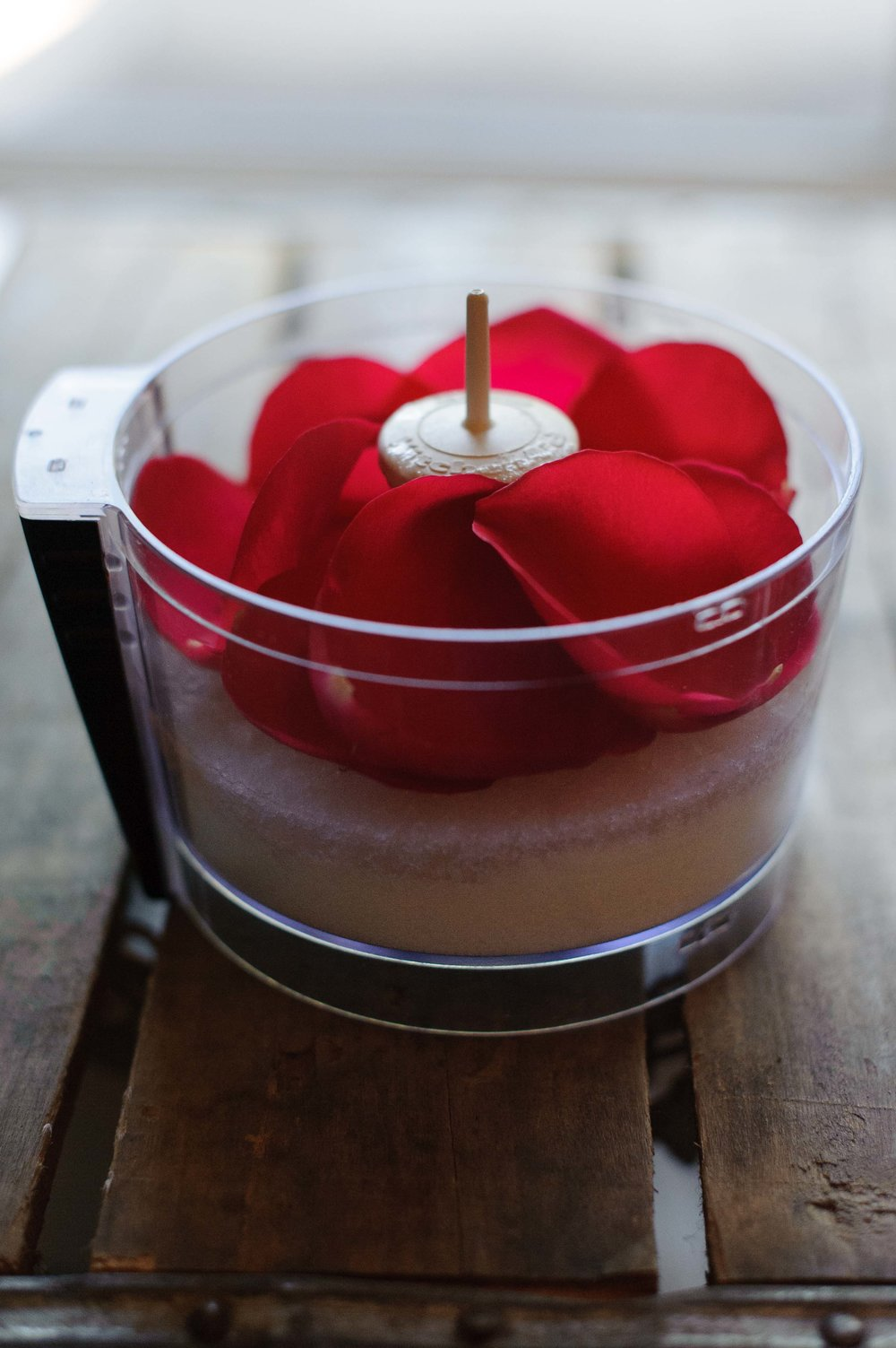 rose-petal-diy-blender-scrub