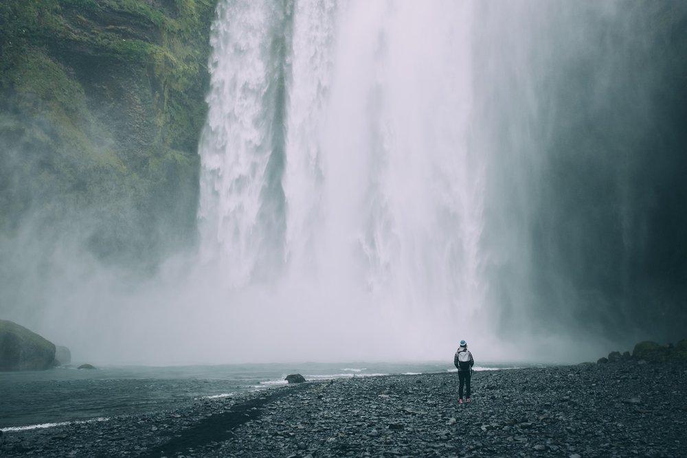 waterfalls-2560865_1920.jpg