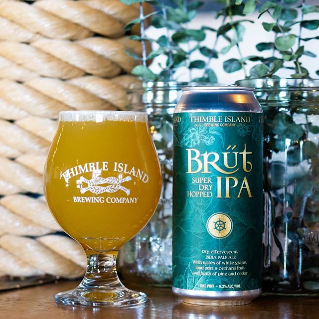 Fresh batch of Brut! Our Brut IPA is heavily dry-hopped like NEIPA's but super dry, and effervescent. You will taste notes of white grape, lime zest, and hints of pine and cedar 👌 Find some at your local beer store