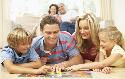 family_Game_Night_715_71460916.jpg