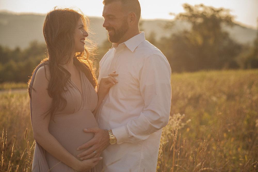 laura-maternity-goldenhour010.jpg