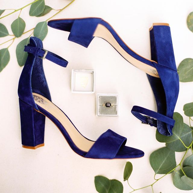 Details like this, make my heart sing!! Gorgeous wedding ring, and velvet Navy shoes!  Yes please!  @mirandalynn_