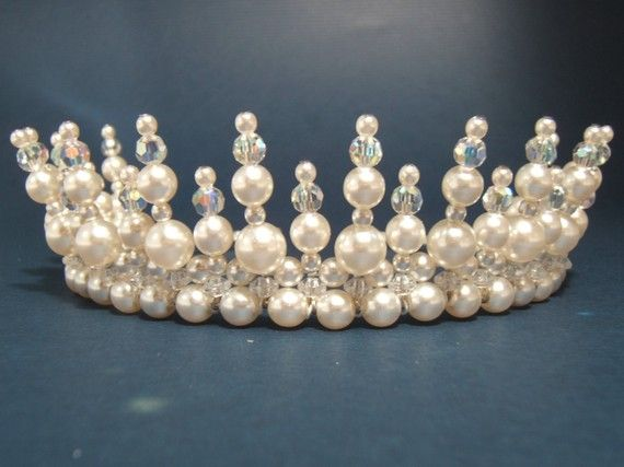bec0959cb7ac65aef89896f8d7bb2096--tiaras-and-crowns-when-i-get-married.jpg