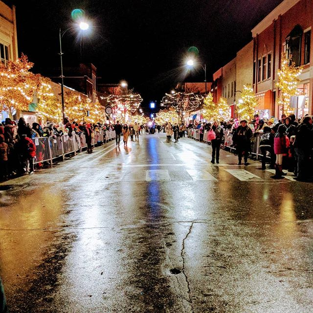 #citylights #traversecity #christmas #weekendvibes #holidayseason #family @gloveslynn @katie_jane_g