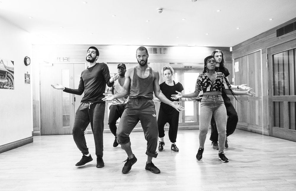 Anwar Russell (Cornelius), Malik-Sankara Mosiah Watson (Caius Lucius), Ira Mandela Siobhan (Posthumus), Claire-Louise Cordwell (Queen), Matthew Needham (Iachimo) and Erica Kouassi (Philaria).    ©Tristram Kenton