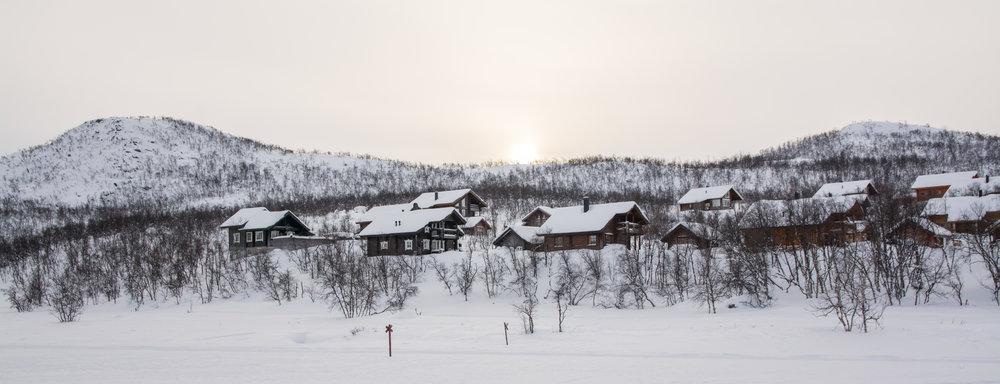 A row of houses along Lake Kilpisjärvi.