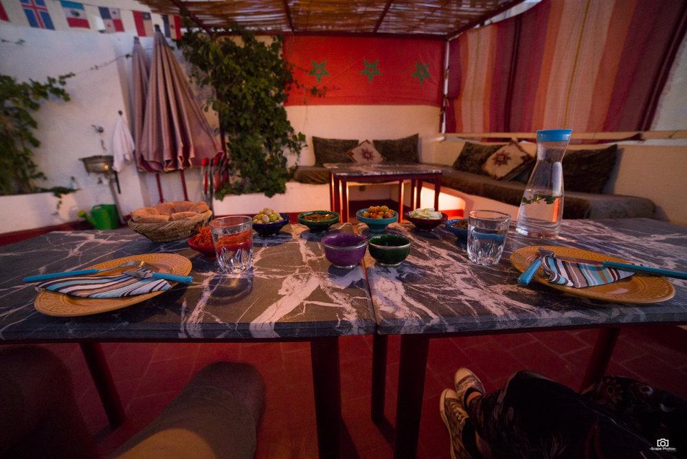 Uitgebreid diner bij de Guesthouse  (http://www.darzerhoune.com)