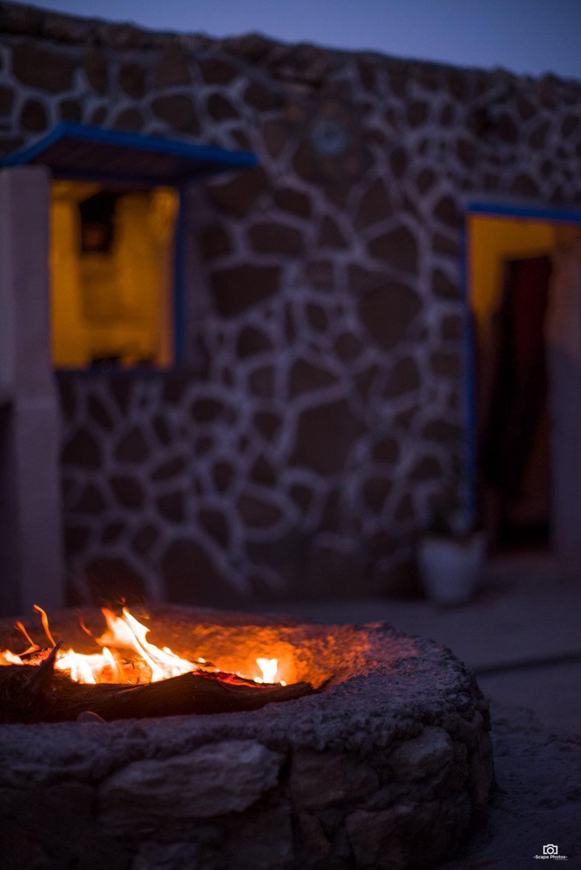 De gril is aan. nu alleen nog maar wachten op de dagverse vis.   Al Vent , Sidi Kaouki.
