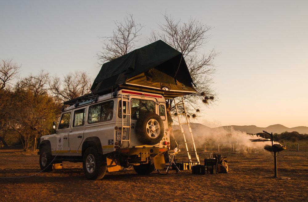 Onze Land Rover Defender:  Ratel , vernoemd naar de Afrikaanse Honingdas. Het meest onverschrokken dier op de savanne.