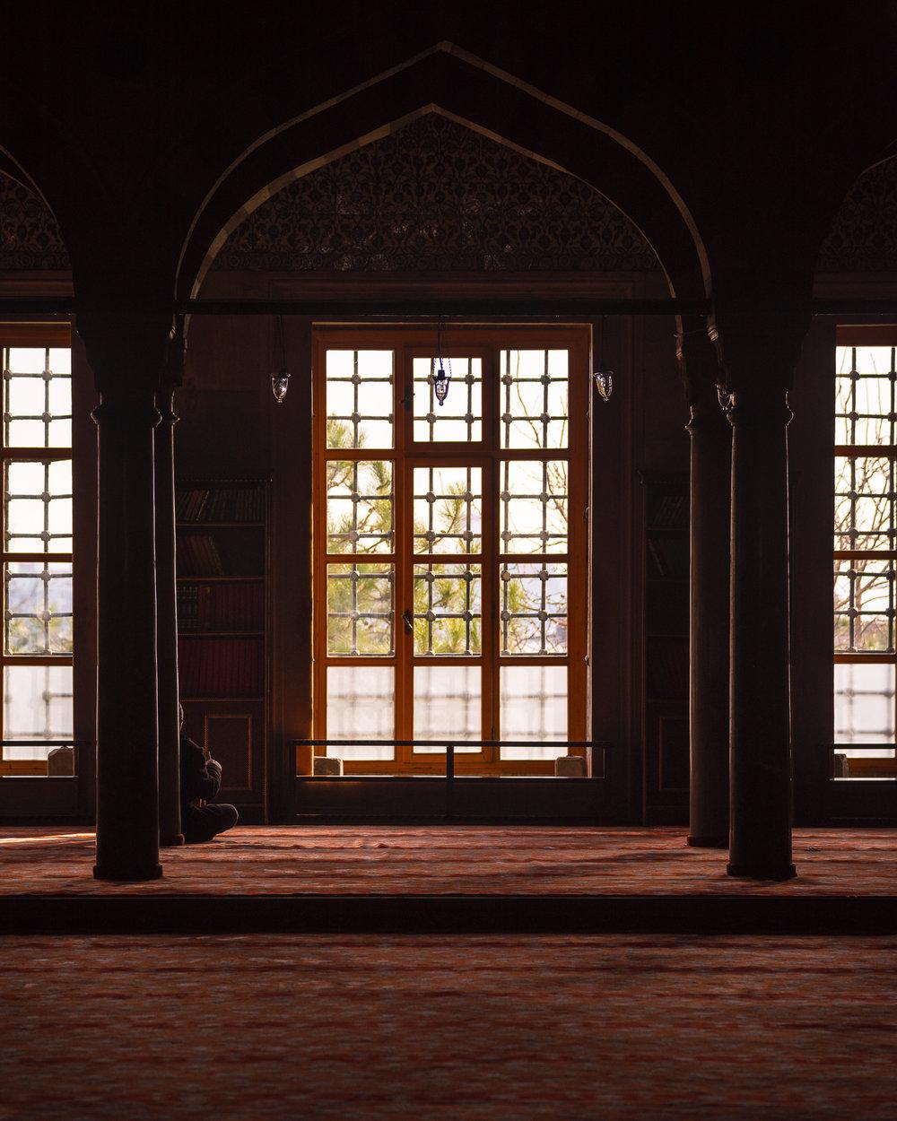 Lezen in de blauwe moskee