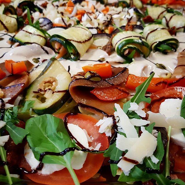 Een heerlijke schaal antipasto misto #food #eten #takeaway #afhaal #italian #italiaans #pizzeria #breda