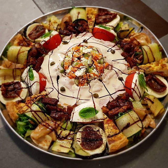 Een klein schaaltje antipasti #food #eten #takeaway #afhaal #italian #italiaans #pizzeria #breda