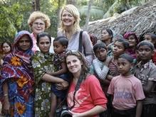 Na 11 jaar weer terug   31 augustus 2015  Olympisch kampioen Monique Velzeboer, Libelle-columnist Wieke Biesheuvel en art-director Erma Rotteveel reizen al elf jaar voor het Liliane Fonds naar ontwikkelingslanden..