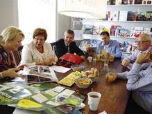 Collegebezoek   14 juni 2013  Op donderdag 13 juni kwam het college van de gemeente Kaag en Braassem langs bij Windkracht 10.