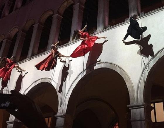 acrobats at fondaco dei redeschi opening Venice