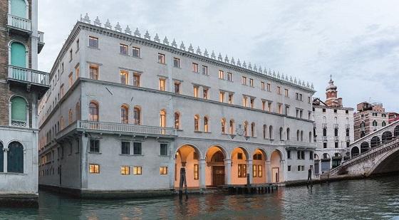 Fondaco dei Tedeschi exterior plus Rialto bridge Venice