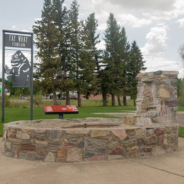 Take a walk to the Fay Wray Fountain and learn why it's called that. I will give you a hint it has to do with the fame of King Kong. #scenicsunday #explorecardston #myalbertasw #explorealberta #cardston #summer2018 #fame #kingkong #faywrayfountain