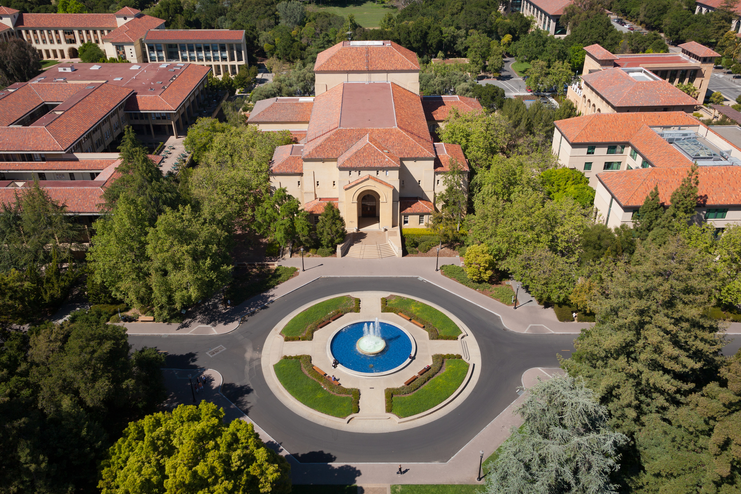 Stanford_University_from_Hoover_Tower_May_2011_001