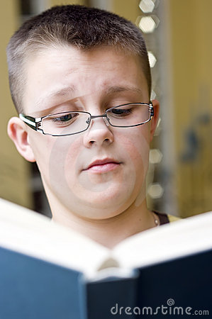 surprised-boy-reading-book-4712512.jpg