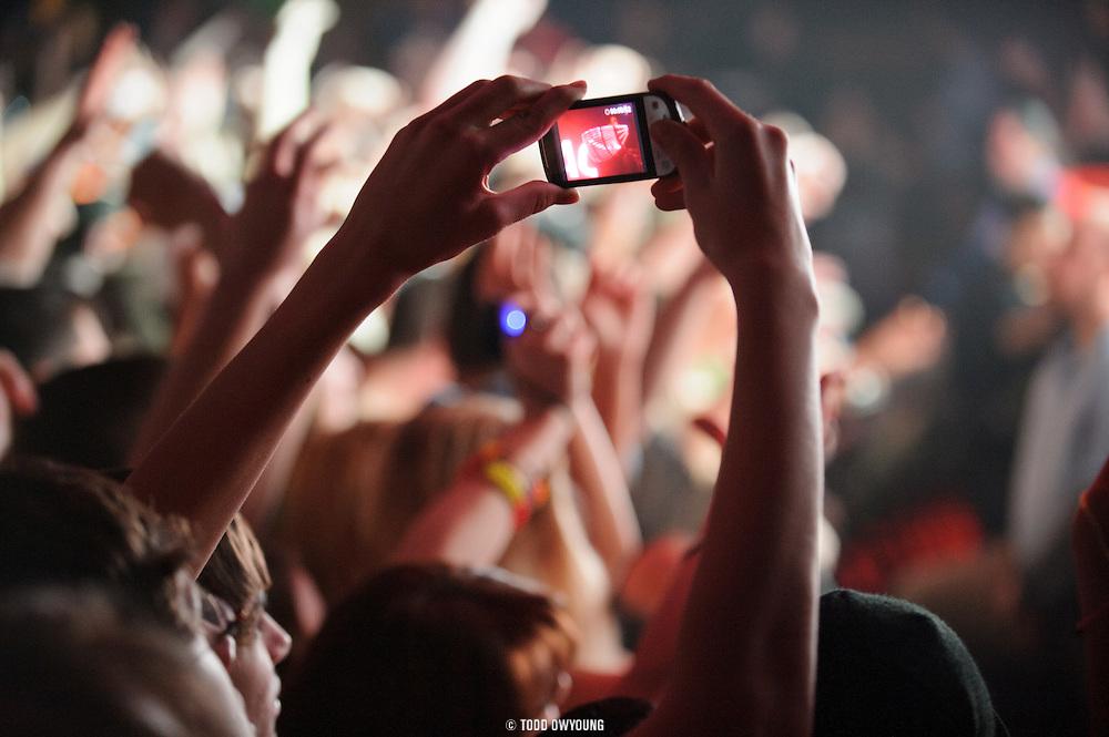 concert-on-phone.jpg