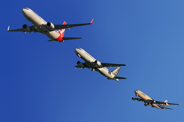 aircraft-123005_640