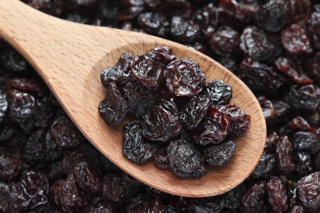 Raisins-GettyImages-182516607-1500.jpg