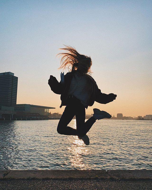 Famous sunset jump by @fedrafedra всем хорошего понедельника! 🙏🏻