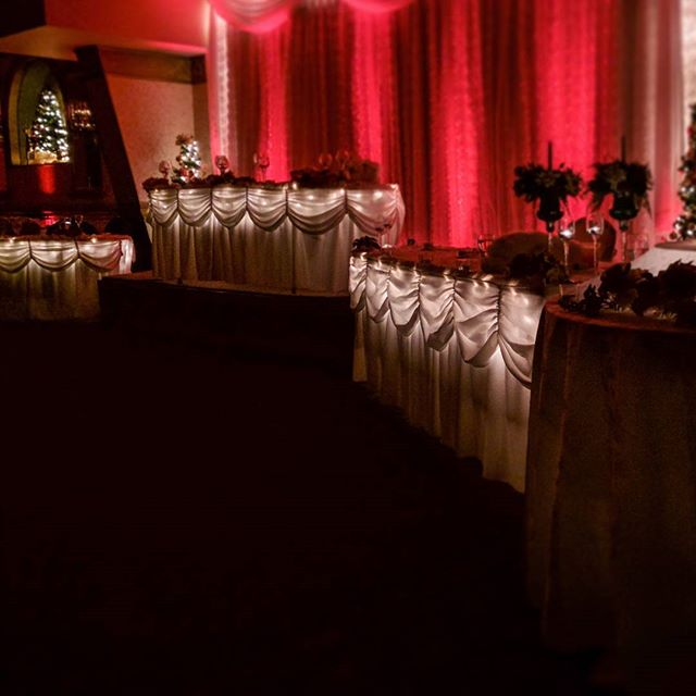 My cousin @it_rains_here_no_more had a Christmas wedding with really lyrical lighting design. #hollyjollyhollands2016 #lynchian #blacklodge