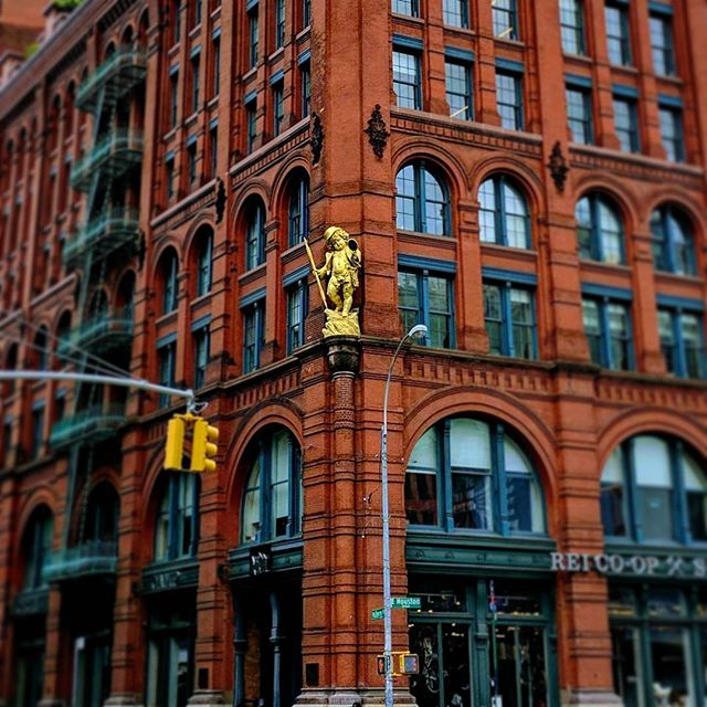 "@dcstyleisreal: ""What's that gold baby?"" Me: ""It's disturbing."" #soho #nyc #creepy #dontblink"