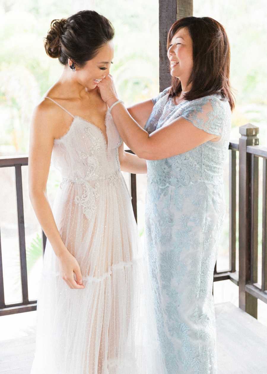 trynhphoto-stylemepretty-hawaii-wedding-photographer-honolulu-oahu-maui-33.jpg