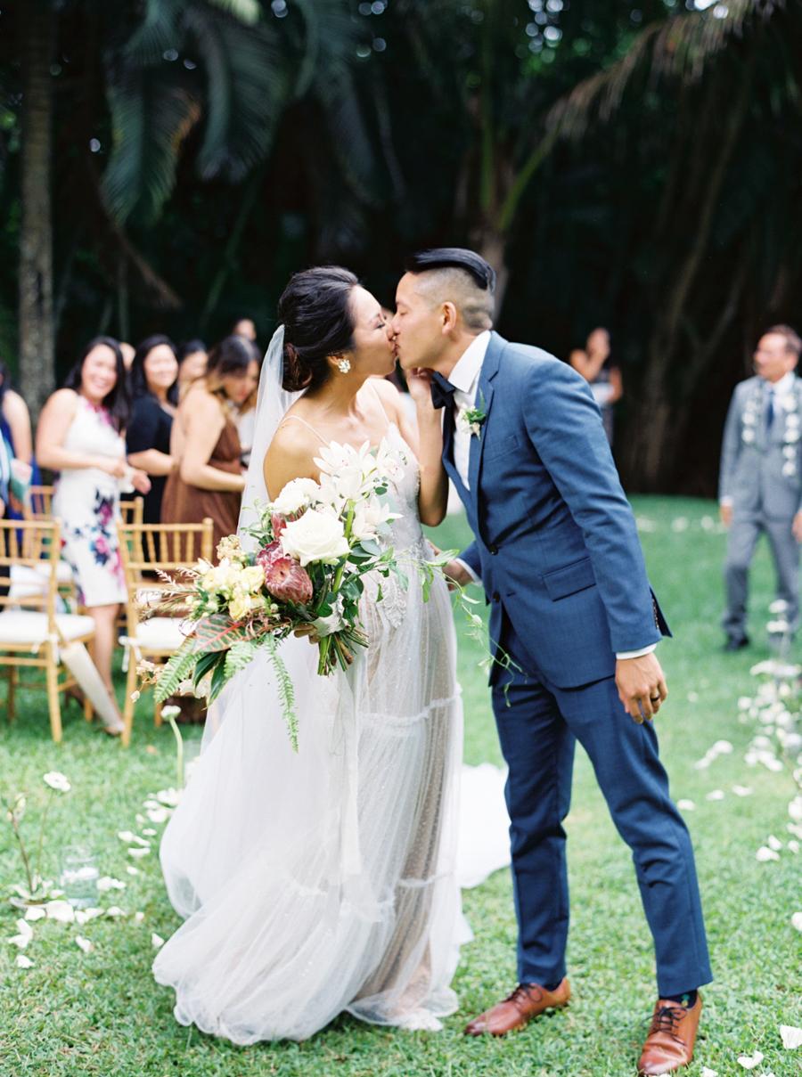 trynhphoto-stylemepretty-hawaii-wedding-photographer-honolulu-oahu-maui-89.jpg