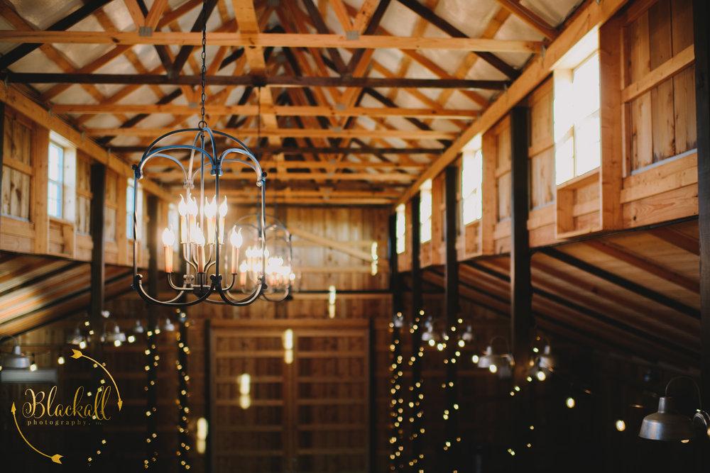 I love the inner balcony at The Big White Barn… so many photo ops here!!