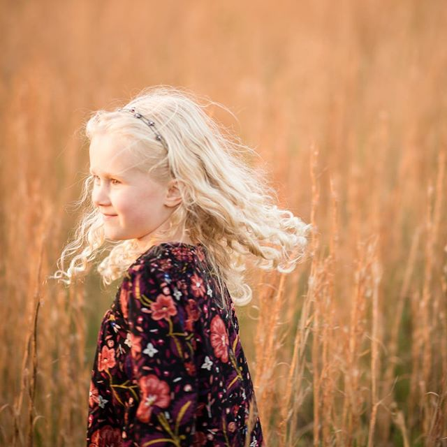 Run wild, sweet child. I love when my youngest clients become some of my sweetest friends. #goldencurls #goldilocks #familysession #goldenhour