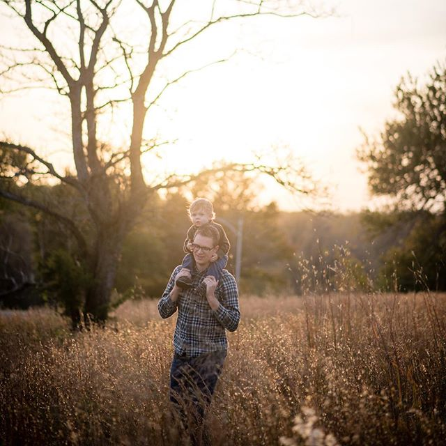 Shoulder ride at sunset #daddy #fatherson #treasurethesemoments #dinosaurhunting #ilovemyjob #shawneemissionpark
