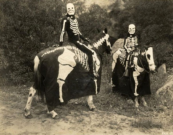 scary-vintage-halloween-creepy-costumes-34-57f65ae1f0212__605.jpg