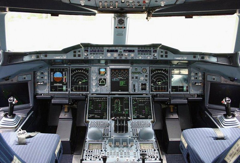 A330cockpit.jpg