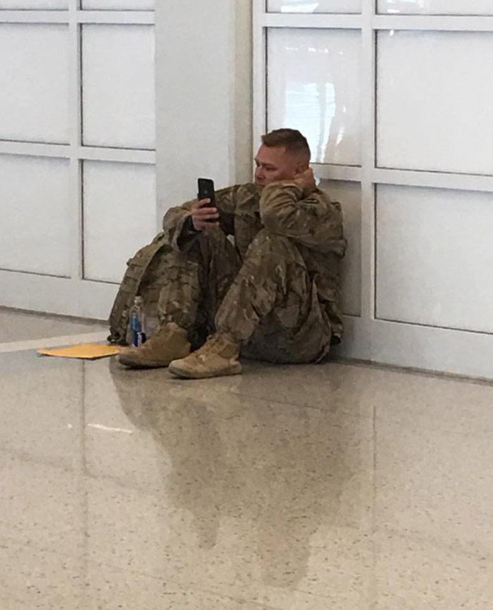 soldier-airport.jpg