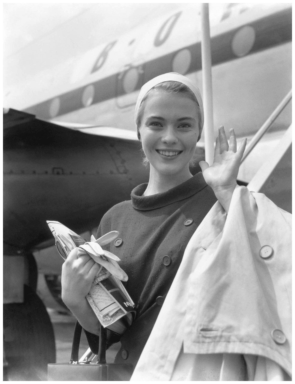 Optimized-Jean-Seberg-arriving-in-London.png